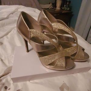 Thick strap, matte & glitter gold heels